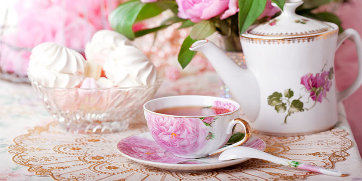 floral tea set in a chic style